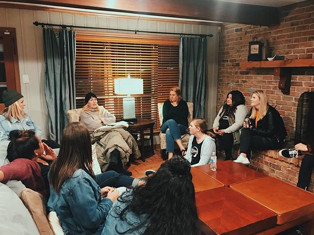 A final chat and encouraging word before send off! - Pray for our students as they head back home in the morning. Protection, peace, and longevity!  #thedivecreative #diveoctober18