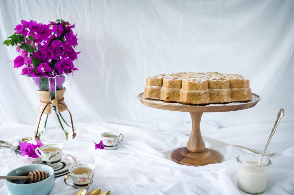 Honey and coconut cake with honey cream