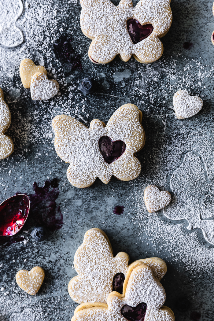 Sugar cookies recipe filled with blueberry jam