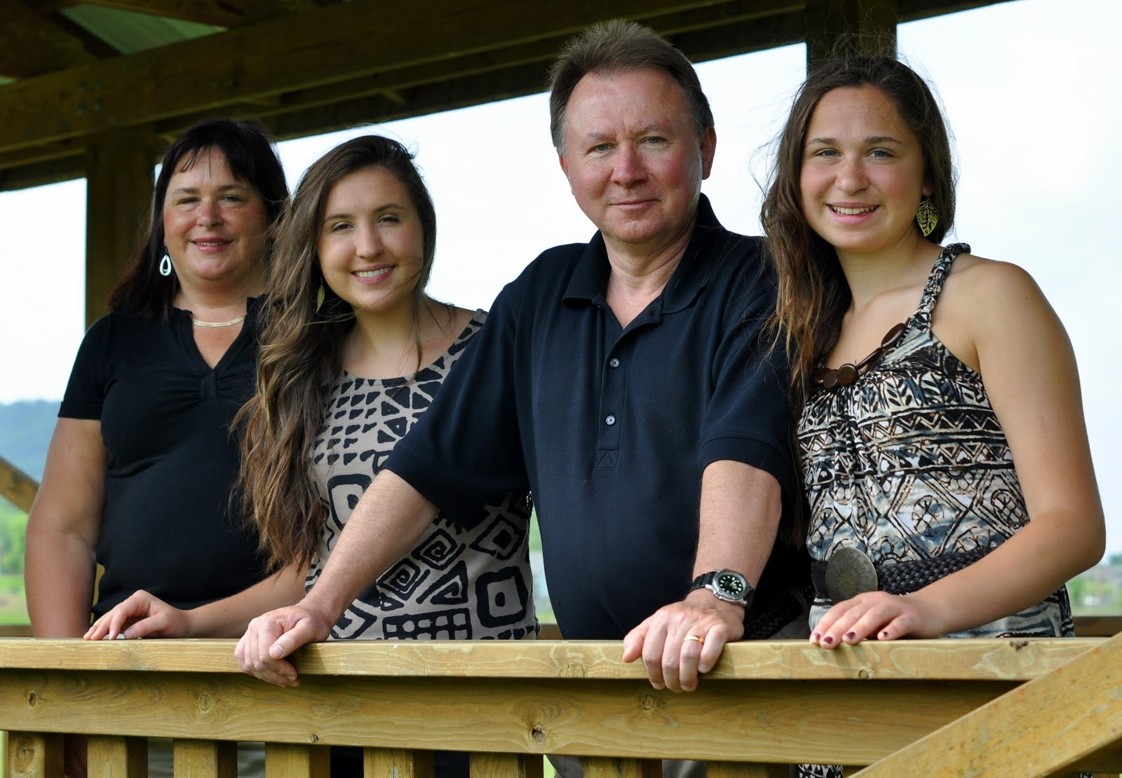Steve with his wife Gloria and their daughters Katelyn and Stephanie.
