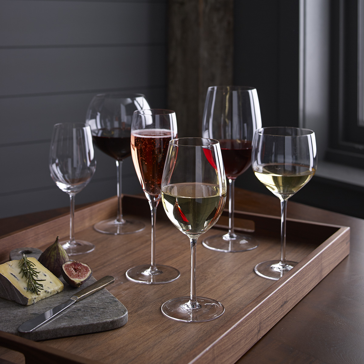 Gourg Food C&B wine on tray e7902_wineglass_ecomm_019.jpg
