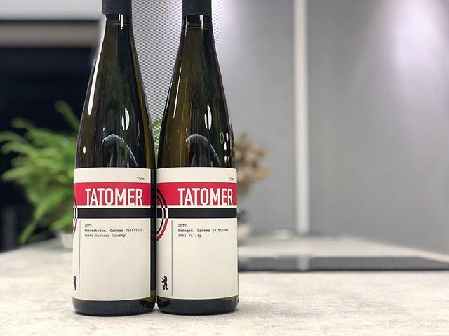"""Posted @withrepost • @rootstockselections Grüner Veltliner from California? Yes you heard us. Having worked for the famed Weingut Knoll in Austria, @tatomerwines has honed his skills at making site specific and stellar examples of this varietal in the region, and we are lucky to have them here in Taiwan. Not one but two of them, Meeresboden and Paragon. - 2017 Tatomer Meeresboden Grüner Veltliner With it's name translating to """"Ocean Soil"""" in German, Meeresboden comes from a selection of sandy cool-climate hillside vineyards in Santa Barbara County. The wine has great texture, and a long finish delivering a wide variety of stone fruits and yellow flowers, that is finished off with a touch of sea salt ocean salinity. - 2017 Tatomer Paragon Grüner Veltliner This wine comes from the Paragon Vineyard in Edna Valley. The vines are sustainability farmed, and are exposed to the cool Pacific Ocean breeze. The soil here in Edna Valley is however very different, volcanic in nature, composed of limestone, marl and quartz. The wine is ultra clean, almost laser-like, with hints of mint and citrus, and a finish of dried herbal notes representative of the grape's nature in Austria. - - - - #rootstockselections #honestwines #realwine #curated #taiwan #wine #winetaiwan #sommelier #winestragran #wineoclock #twwine #wineoclock #vinvivant #sommlife #igwine #instawine #california  #santabarbara #ednavalley #grunerveltliner #tatomer"""