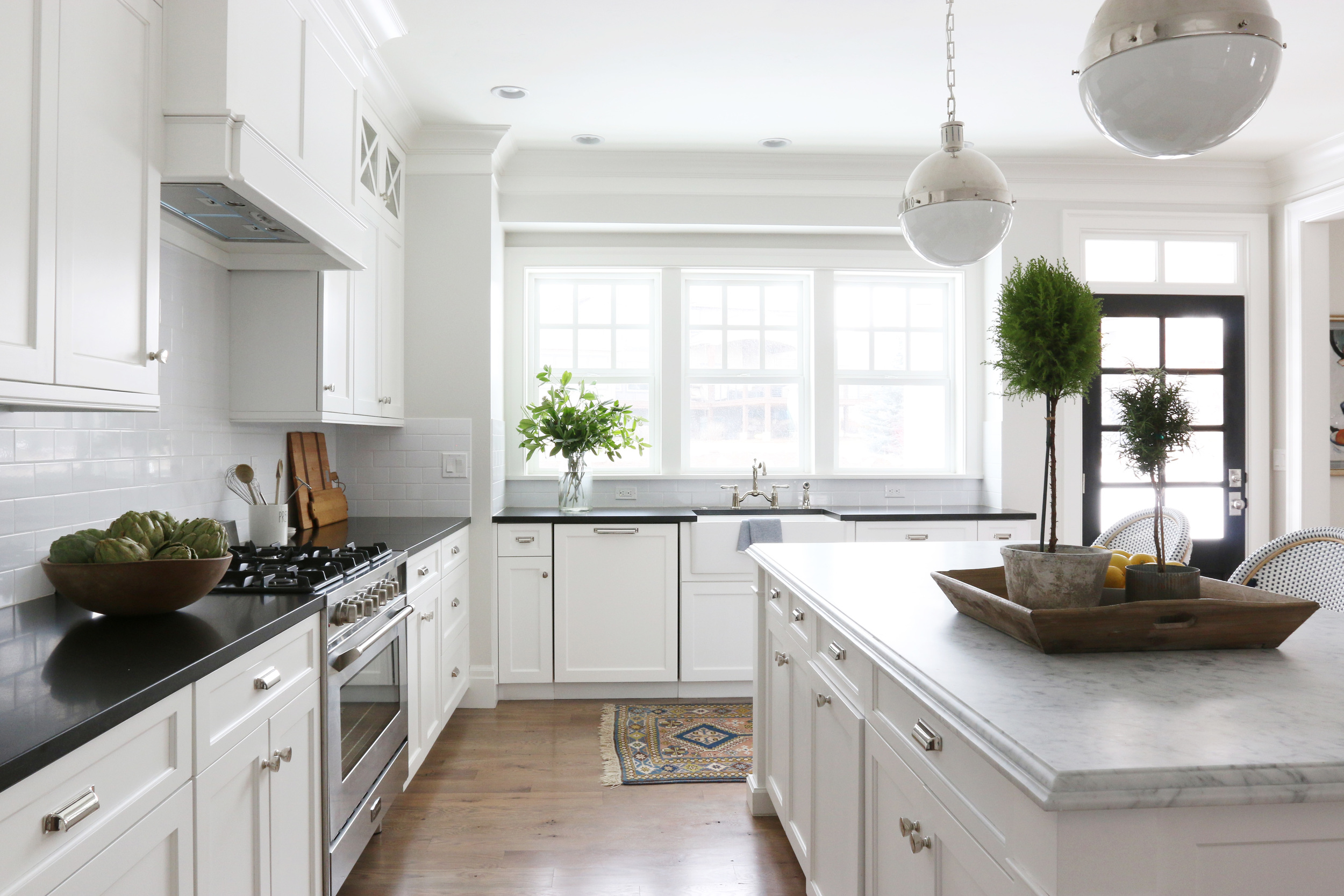 Classic Kitchen with farmhouse sink || Studio McGee