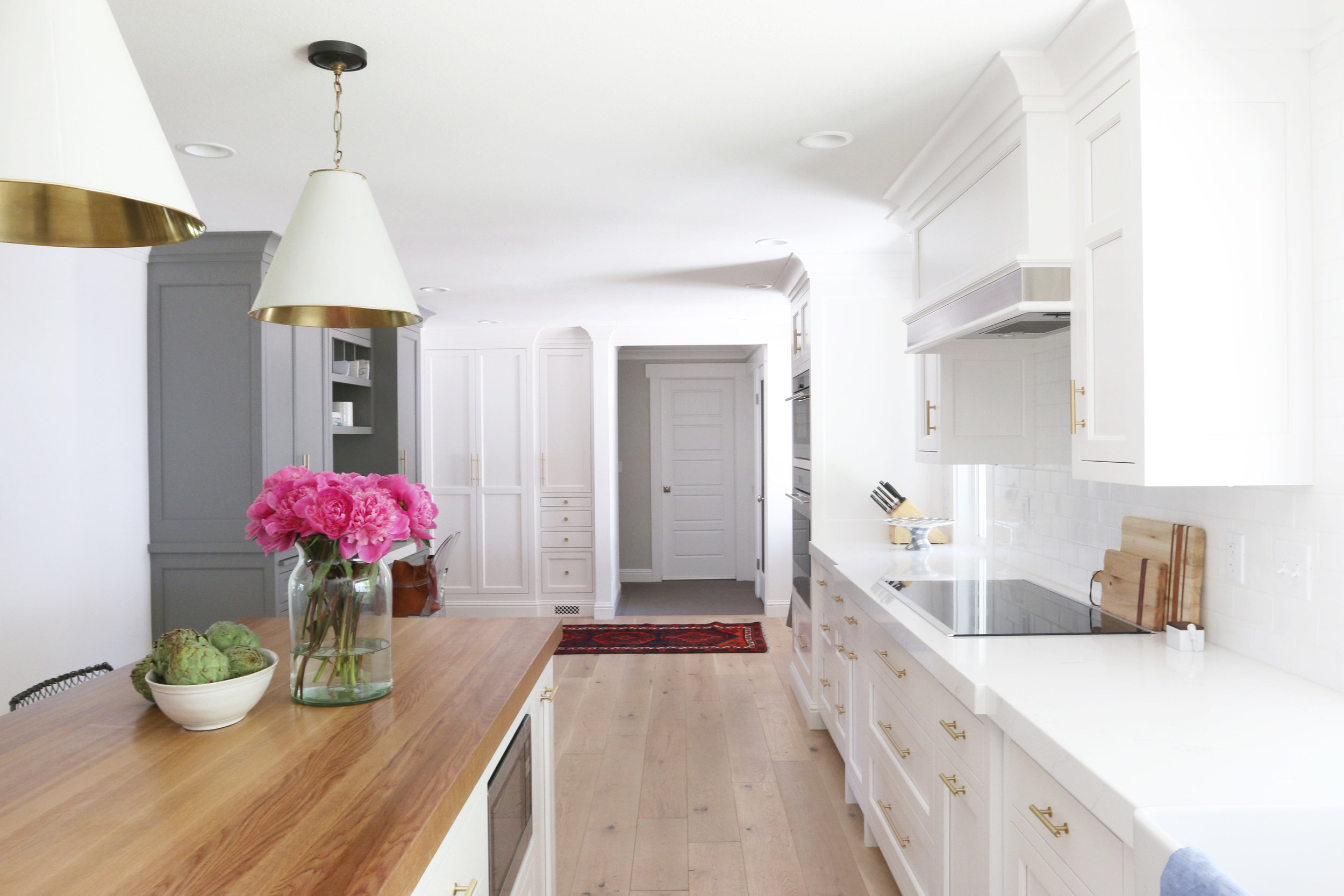 Studio McGee_White+Gold Kitchen 20 .jpg