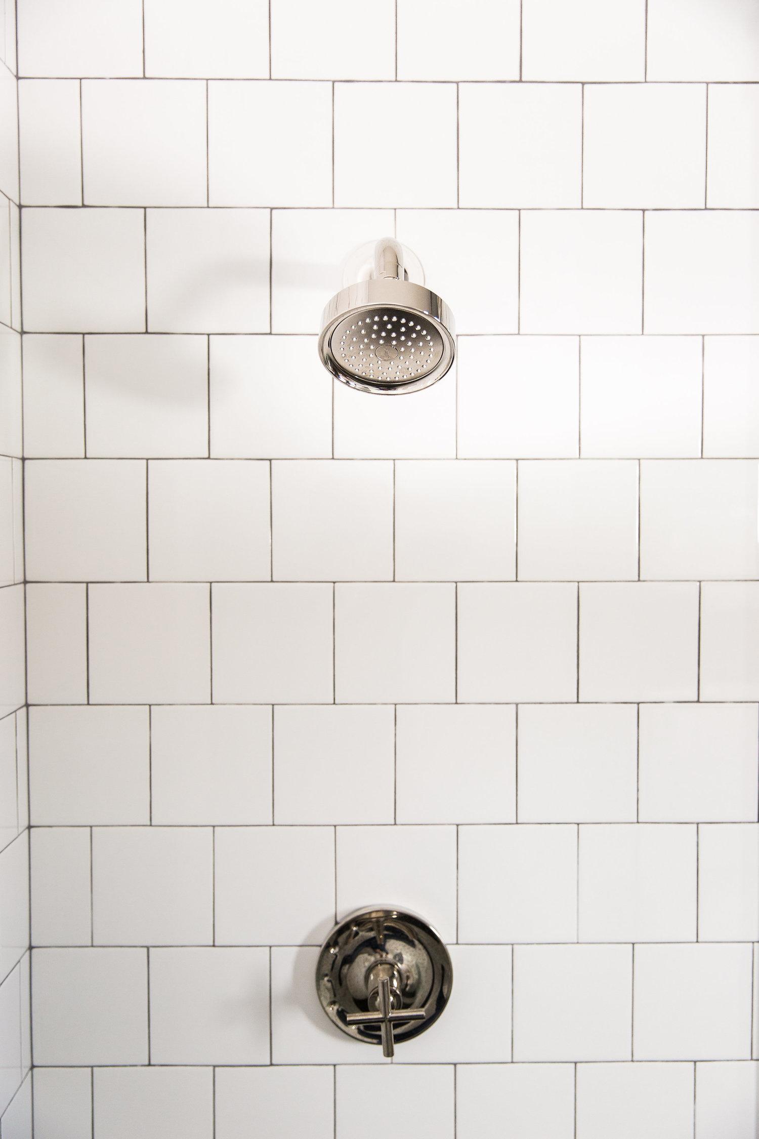 Backsplash tile details in bathroom shower