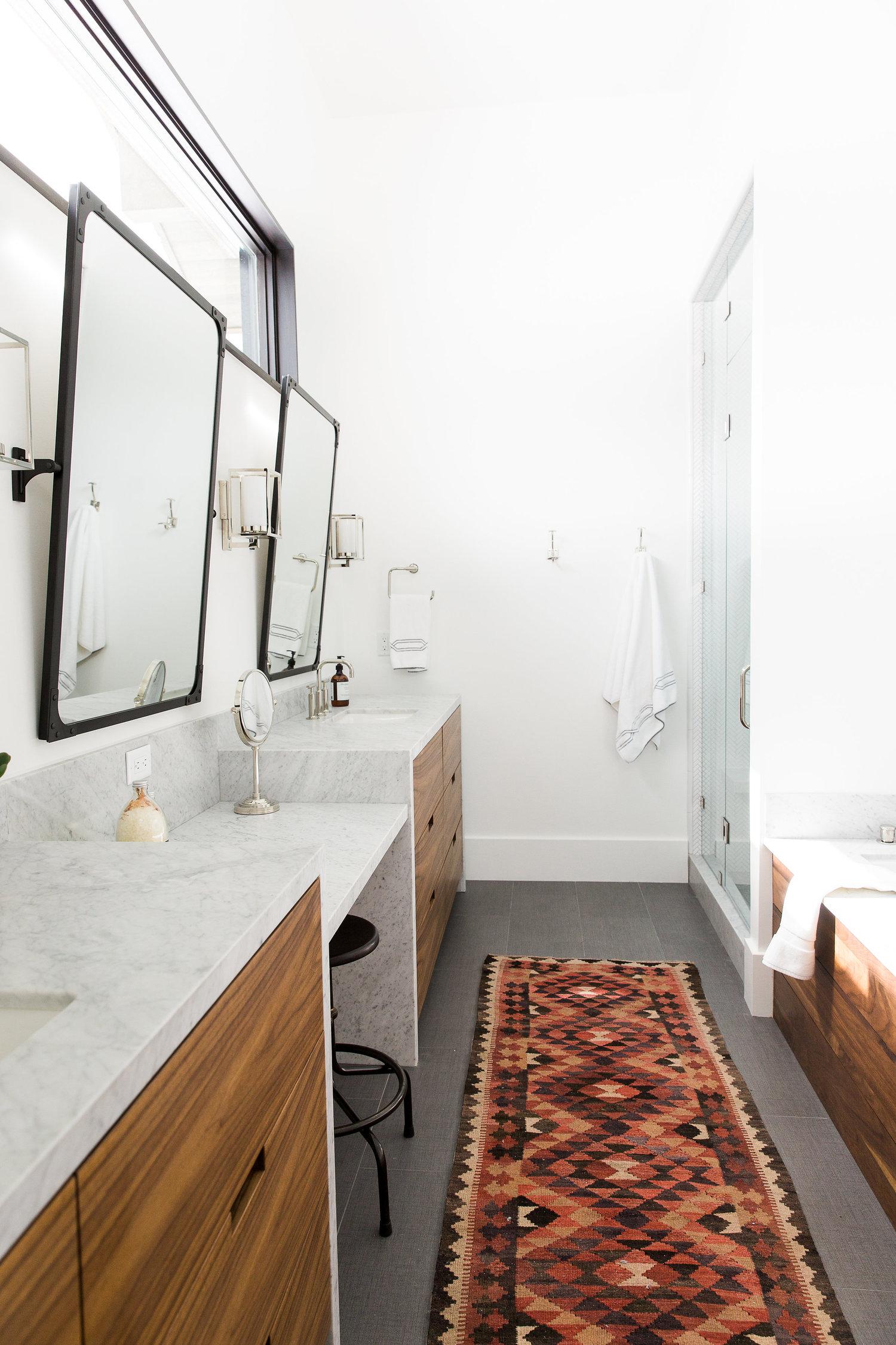 Decorative runner carpet in bathroom