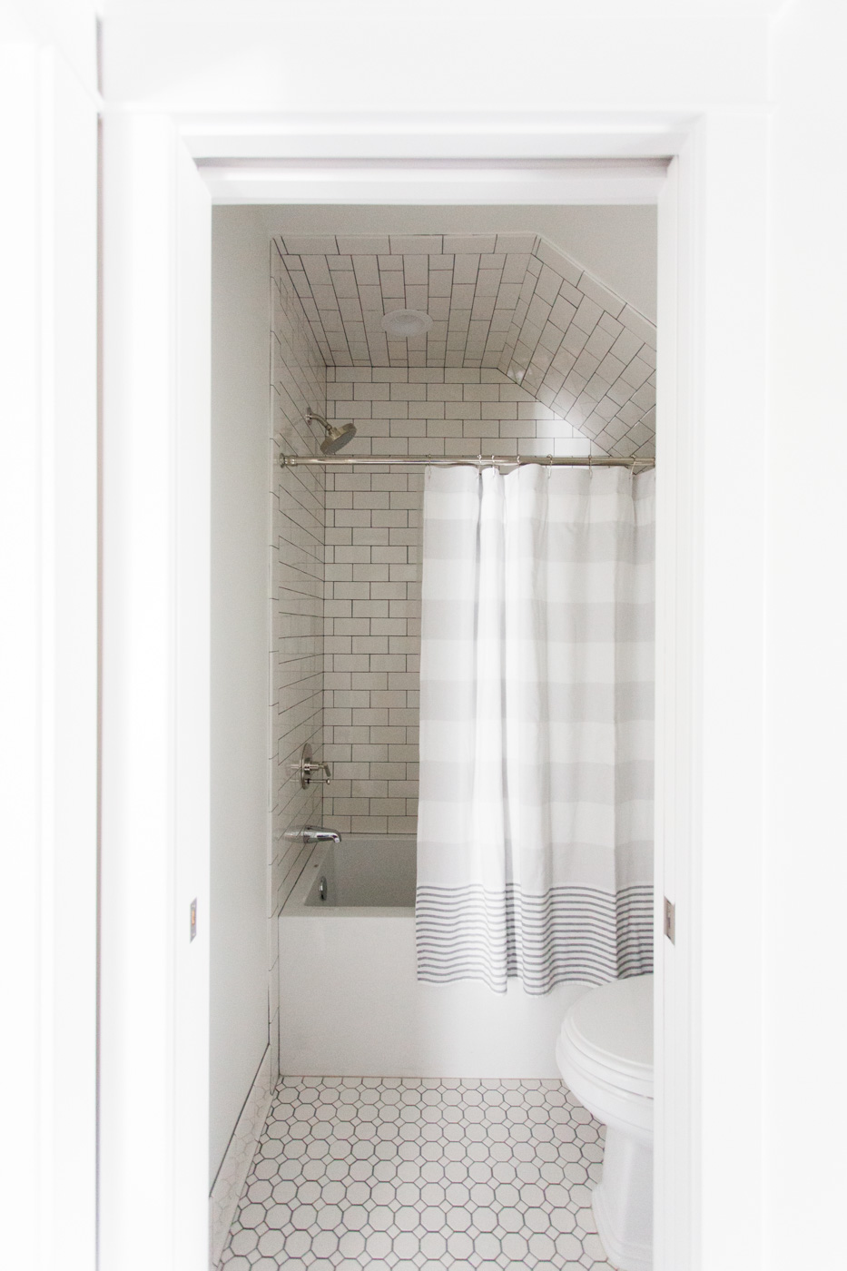 White tile with dark grout || Studio McGee