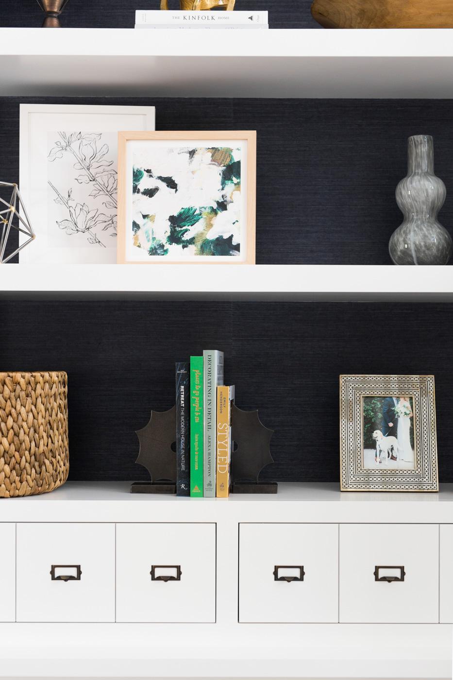 Decorative details on built in shelves