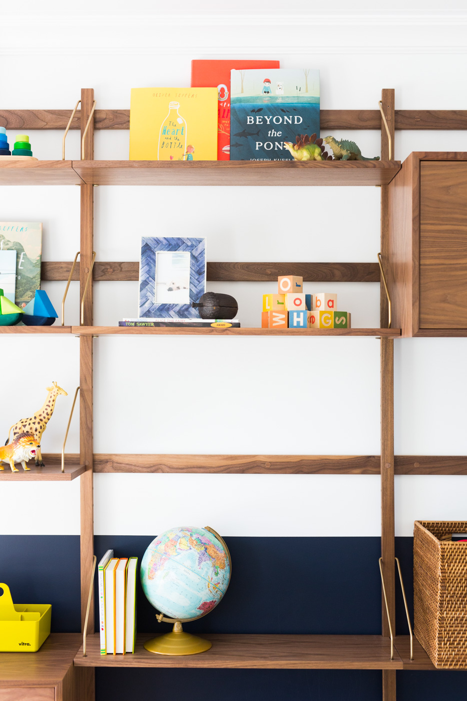 Decorative details in child's shelves