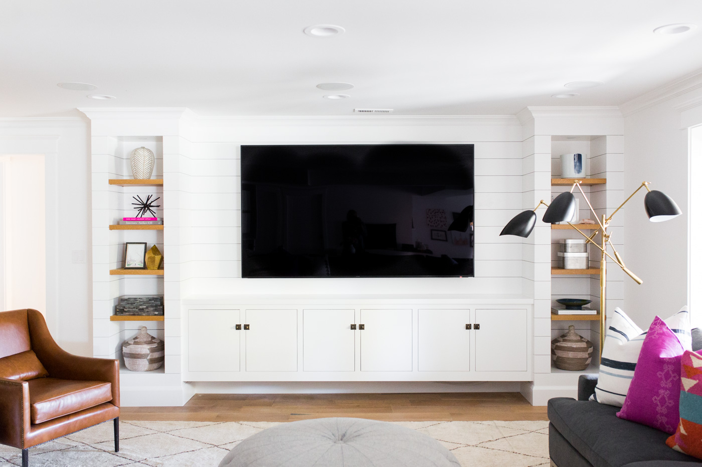 Flat screen TV flanked by built in shelves