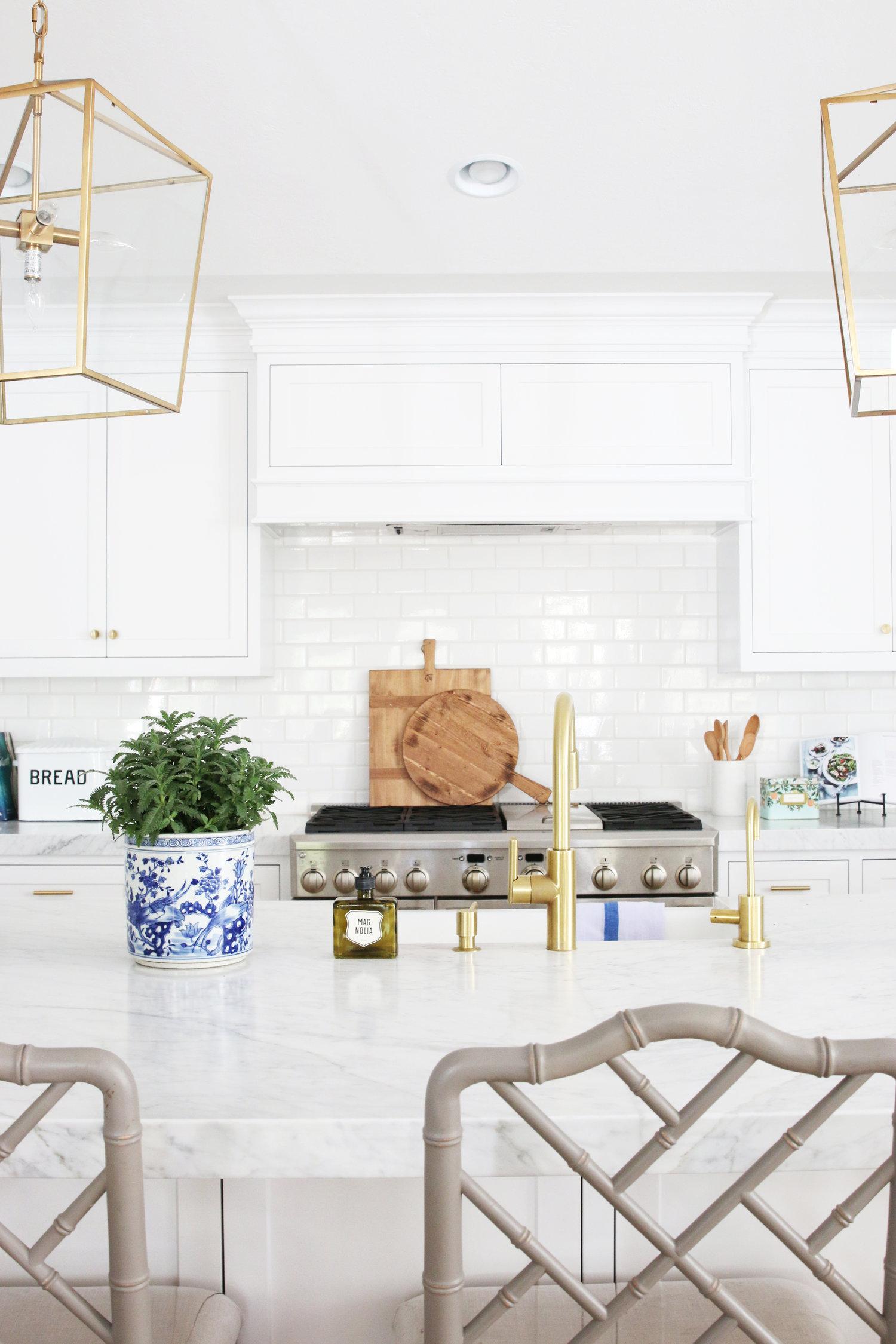 Decorative details on kitchen island