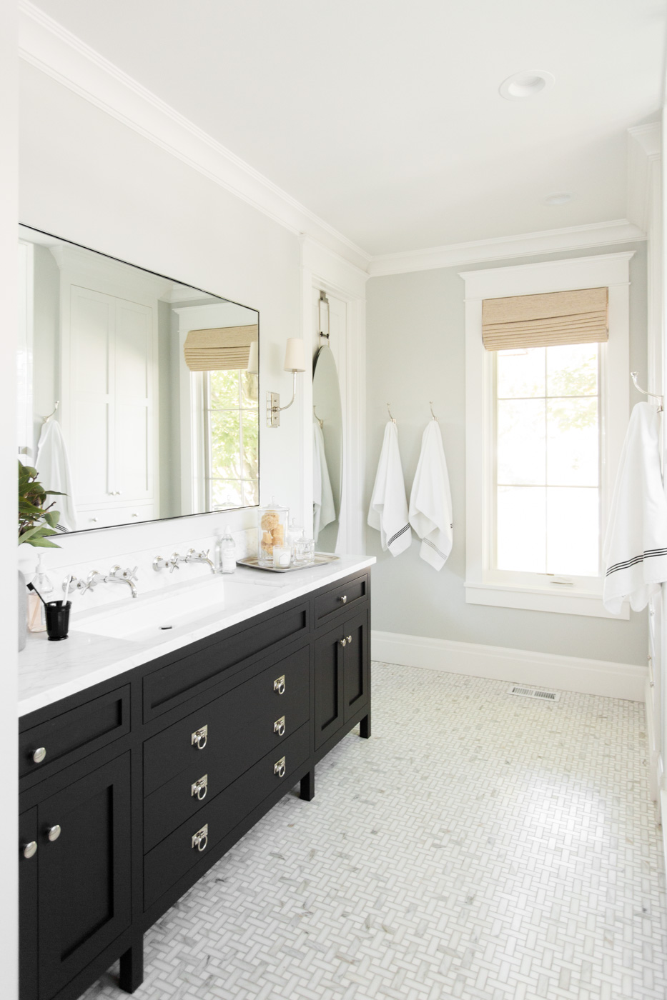 Black and white vanity in bathroom