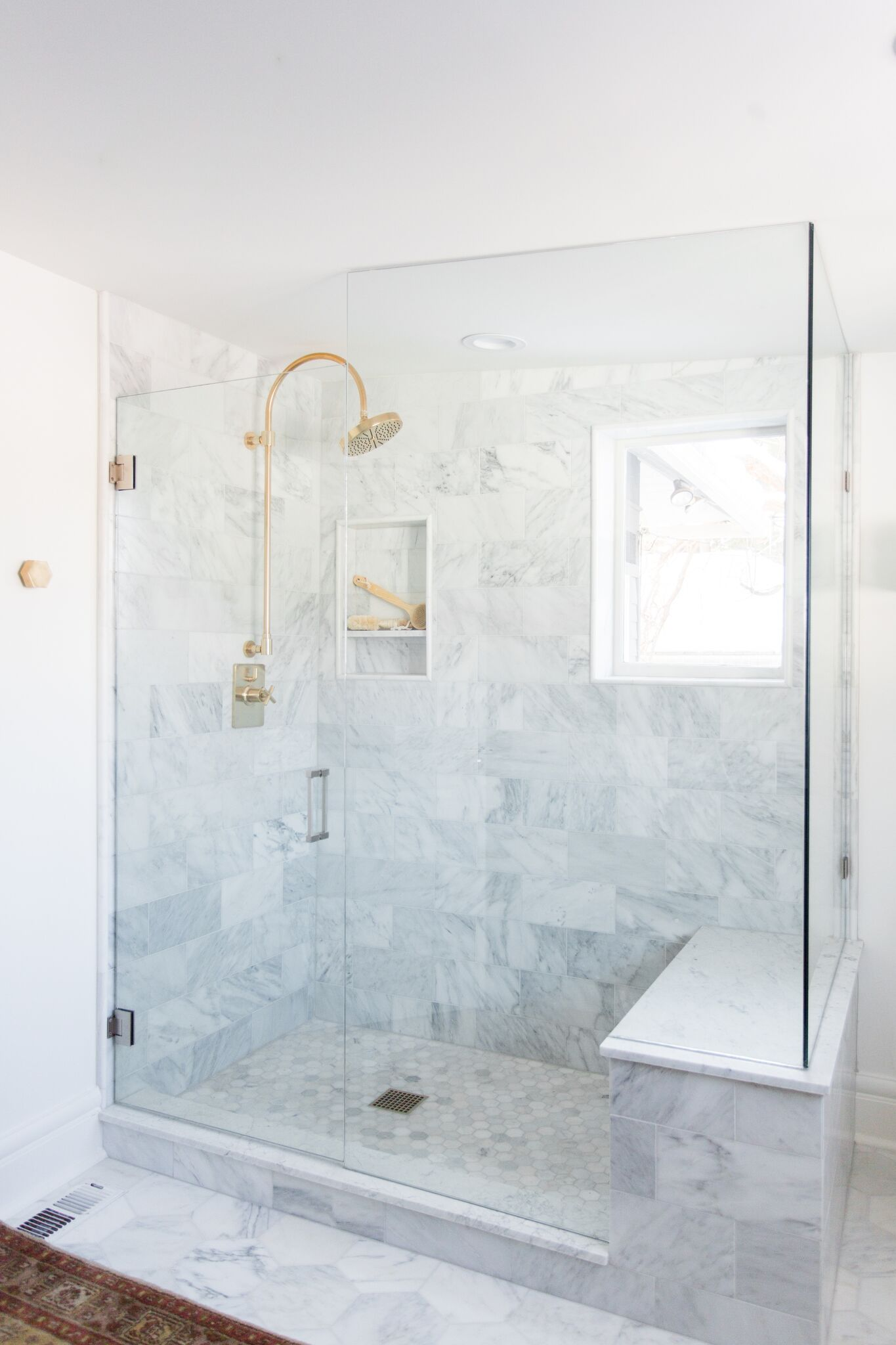 Large standing, marble bathroom