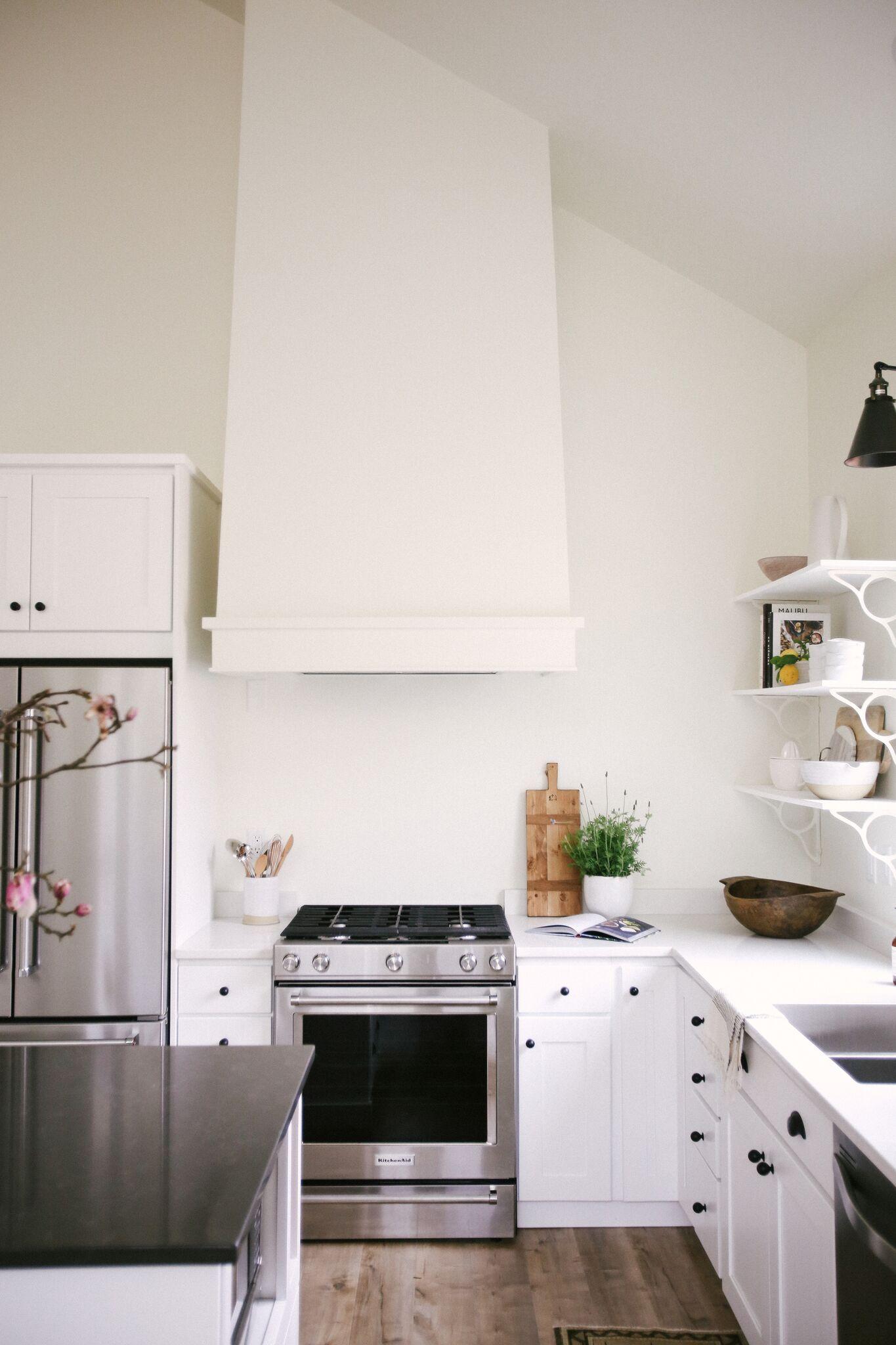 how to: Minimalist Kitchen Styling