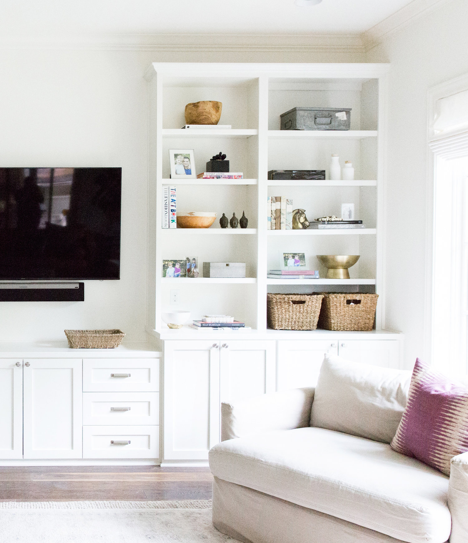 3California+Bohemian+Styled+Living+Room+with+Open+Shelf+Styling.jpg