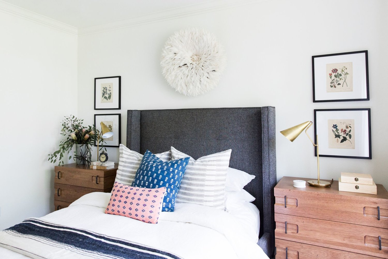9Coastal+Bohemian+Guest+Bedroom+with+Vintage+Rug+and+Botanical+Prints.jpg
