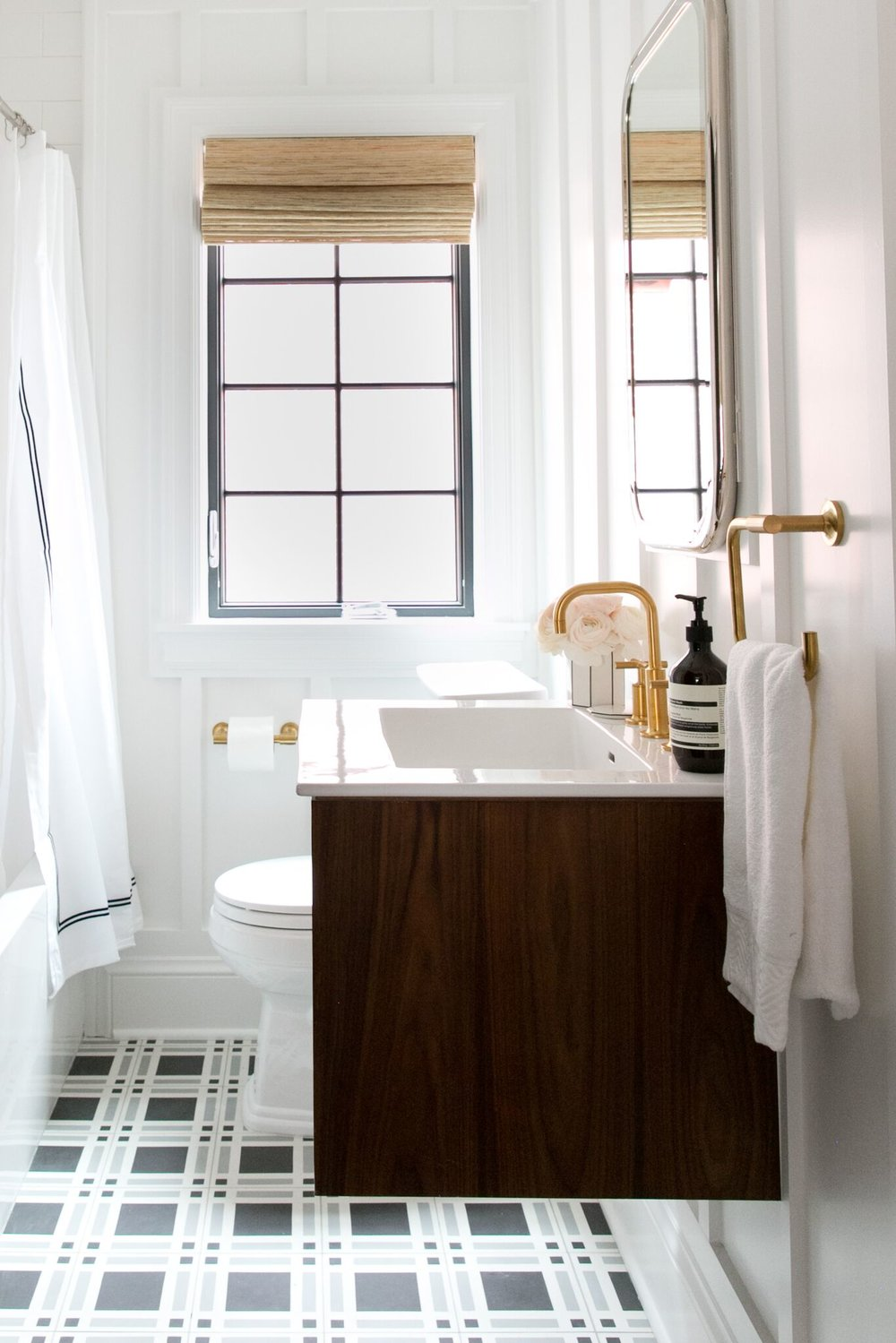Modern+bathroom+with+patterned+title,+and+floating+vanity.jpg