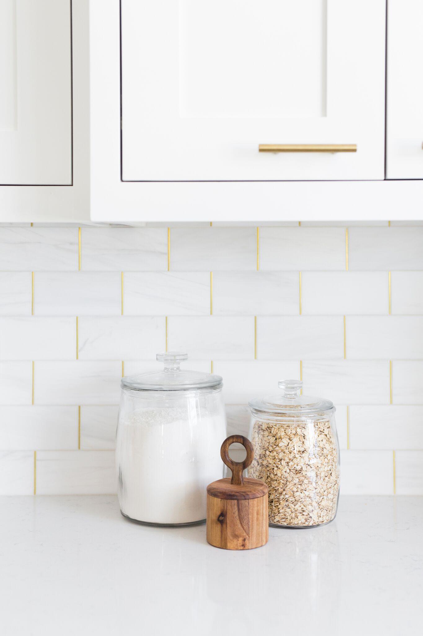 Shop  Market Jars  /  Acacia Wood Jar