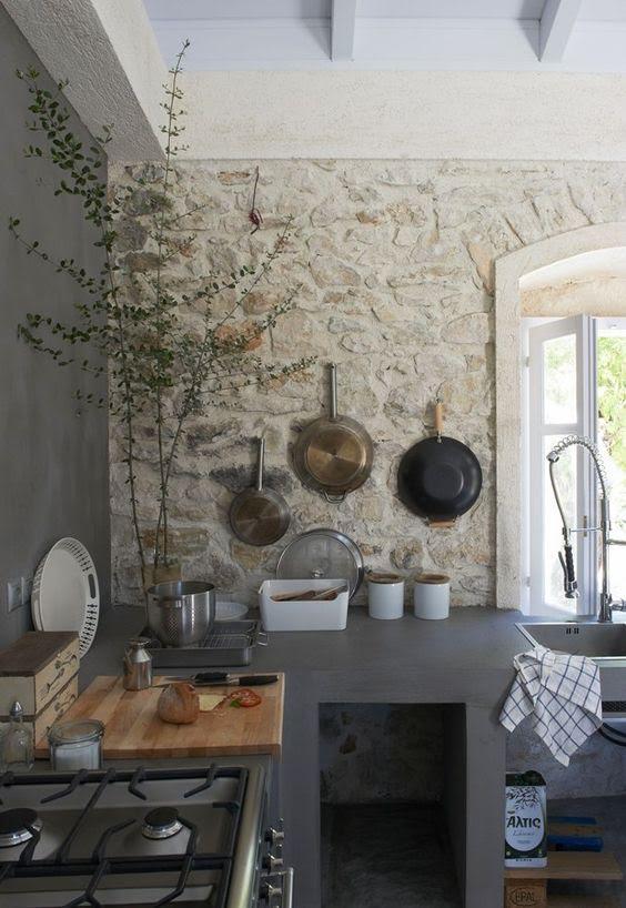 dapur dinding batu