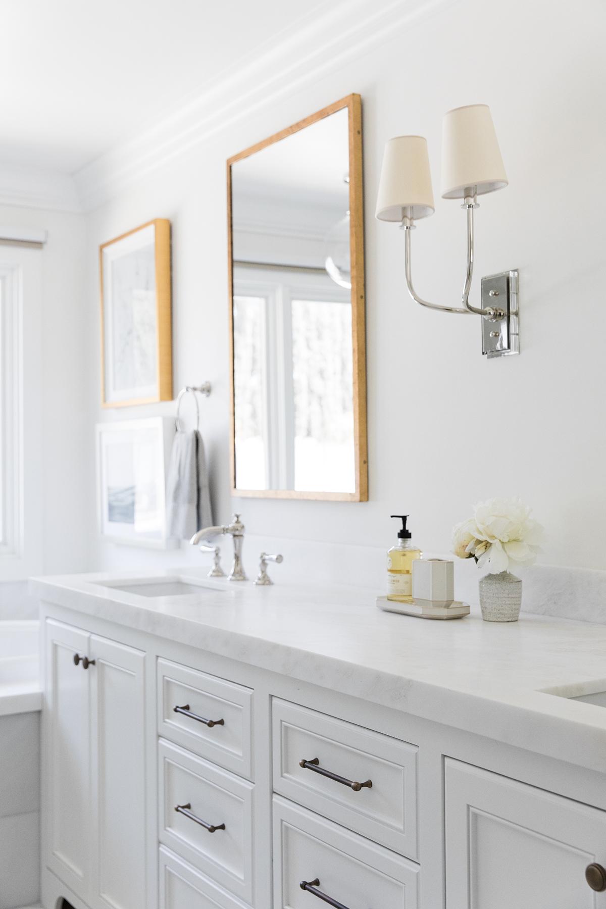 Clean+and+coastal+bathroom+with+pendant+over+bathtub,+brass+and+polished+nickel+decor+in+bathroom+_+Studio+McGee+Design.jpg