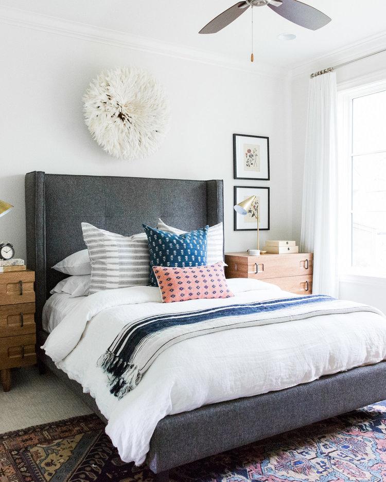10Coastal+Bohemian+Guest+Bedroom+with+Vintage+Rug+and+Botanical+Prints.jpg