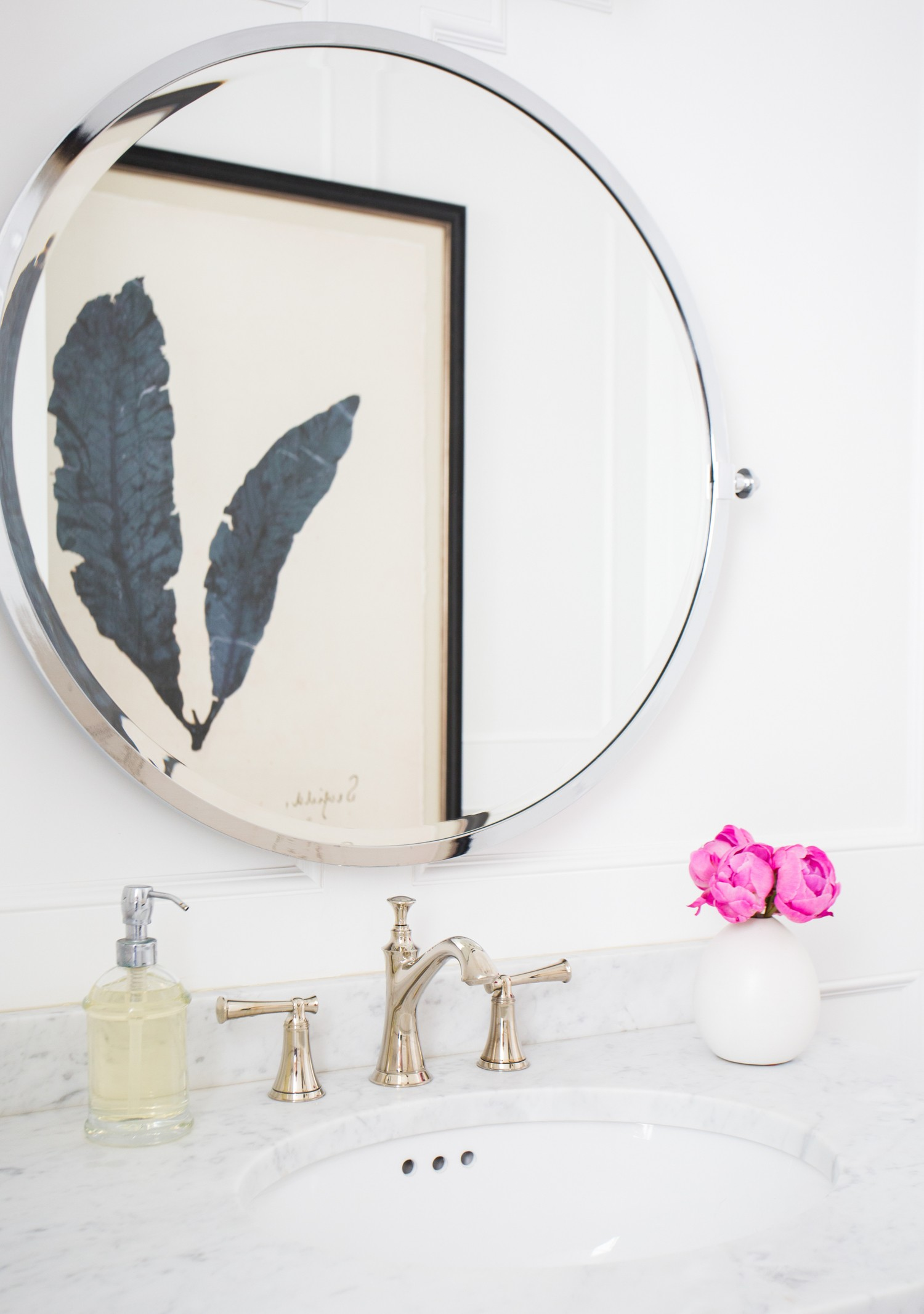 Round mirror and marble sink || Studio McGee