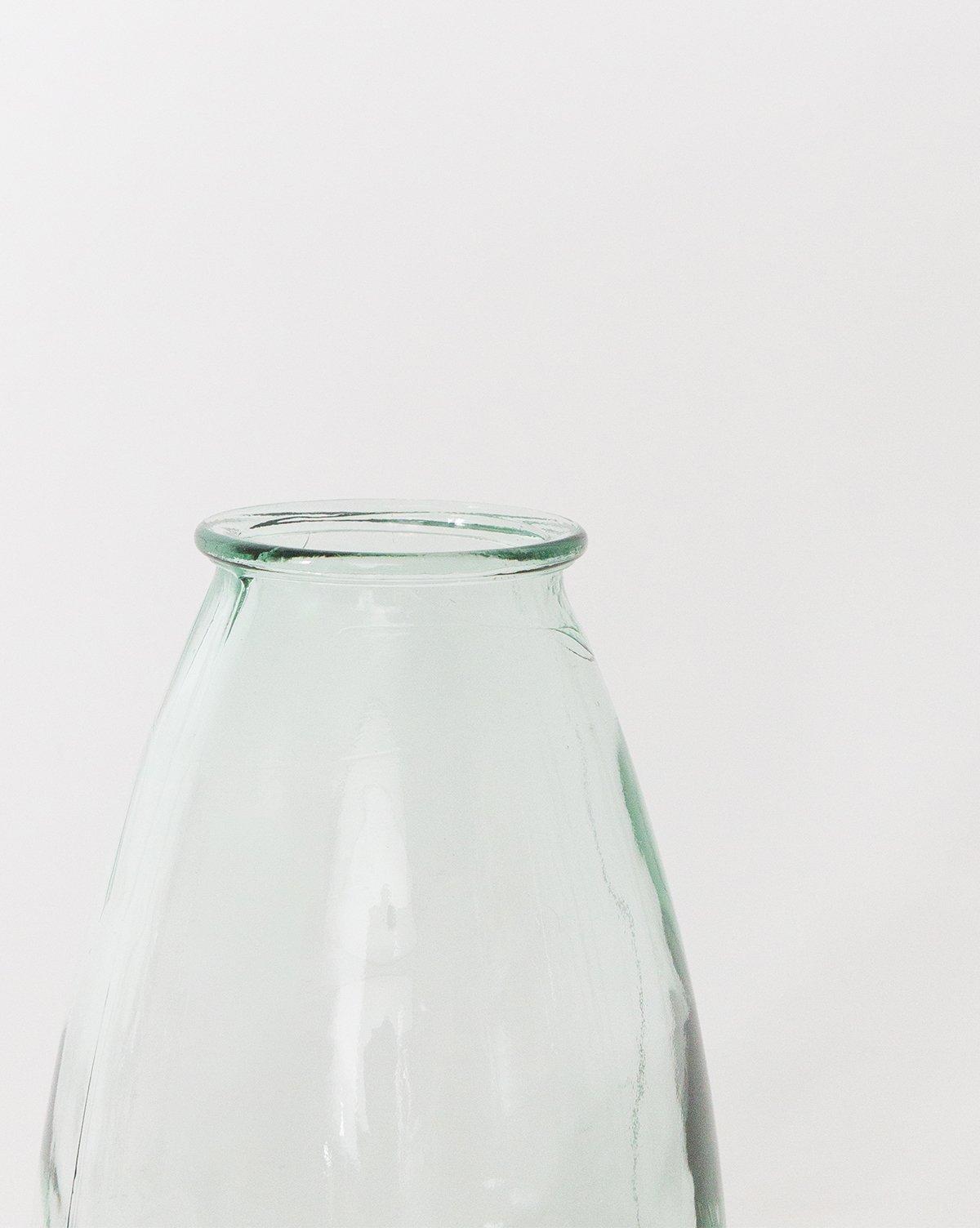 glass_rimmed_vase1.jpg