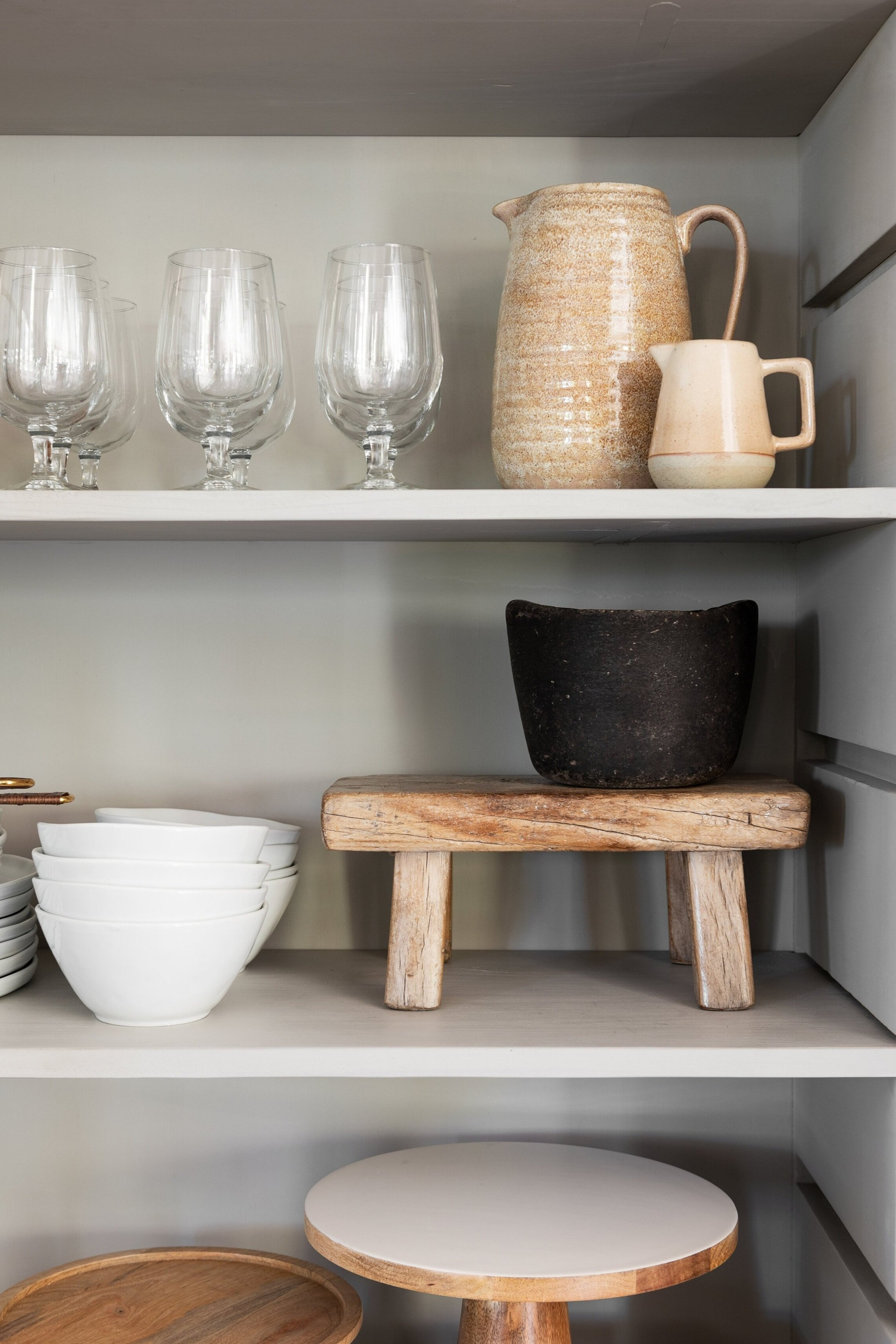 Kitchen+Hutch+Cabinets+Styling+Tips