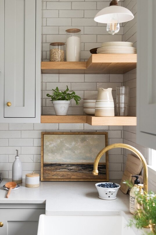 Tinge floral's  beautiful kitchen.