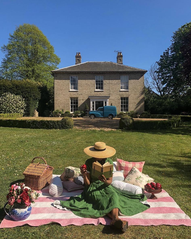 A dreamy picnic setup by    @hillhousevintage