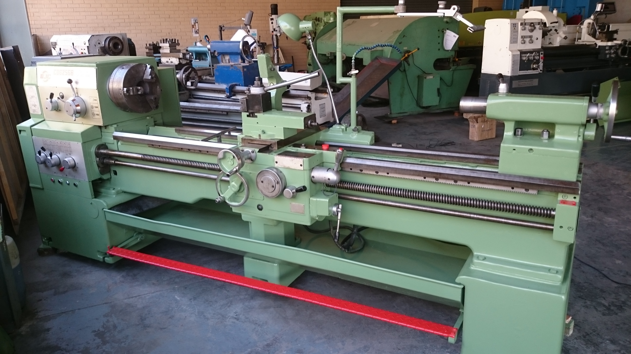 Dalian 2000mm x 560mm Centre Lathe