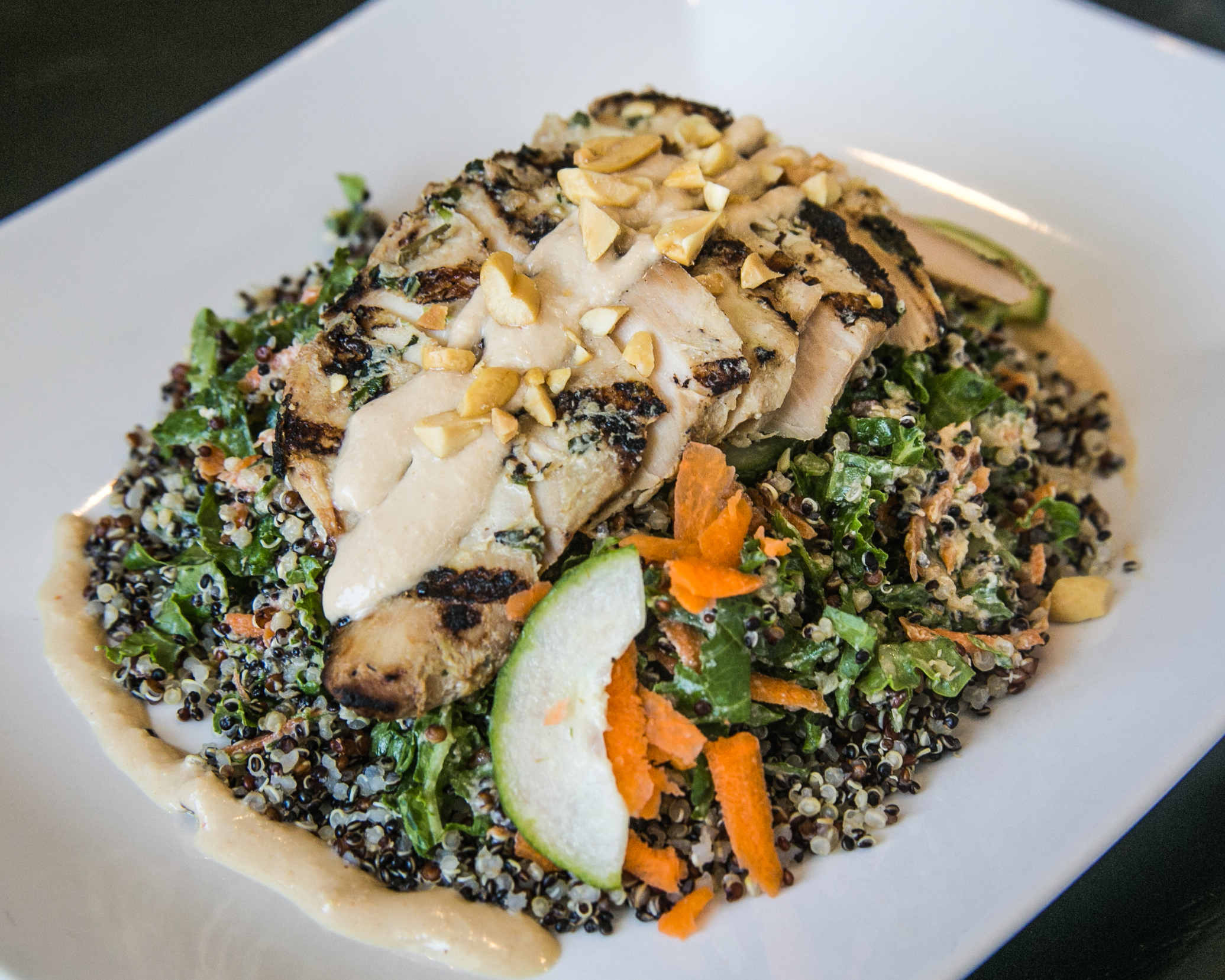 Avanzar Smoothies_Thai Chicken Quinoa Platter_native-5.jpg