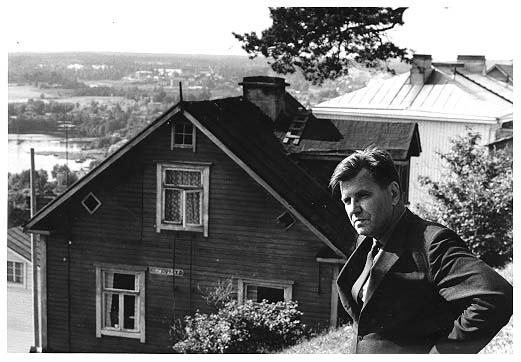 Lauri Viita Pispalassa (Yleisradion arkisto)