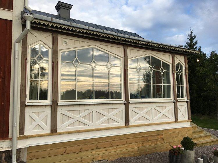 Inbyggnad av veranda till året runt-salong.