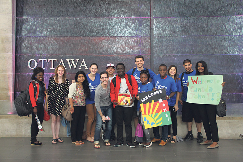 WUSC student volunteer groups from the University of Ottawa, La Cite Collegiale and Carleton University at the arrival in Ottawa of the new students. supplied