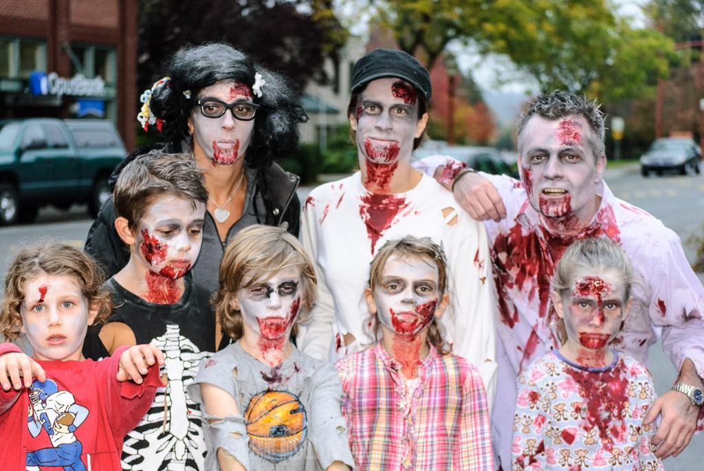 Zombie-Walk-2012-32.jpg
