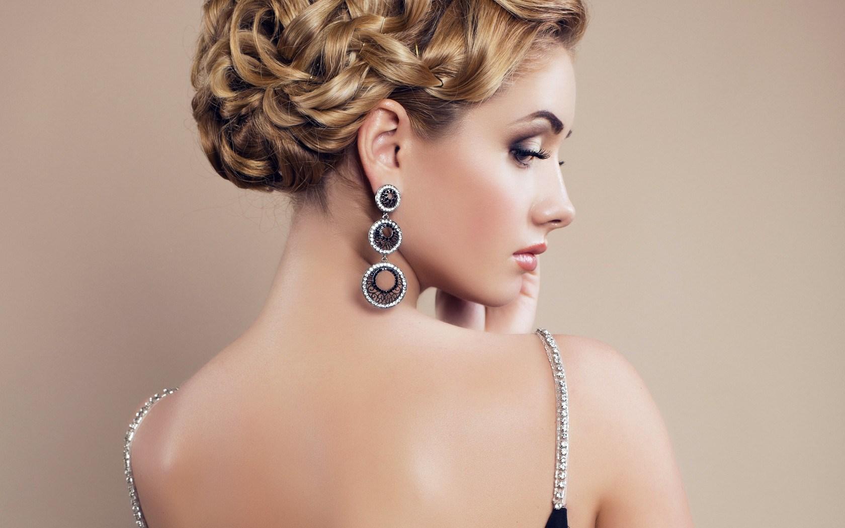 woman_earrings_jewelry_makeup.jpg