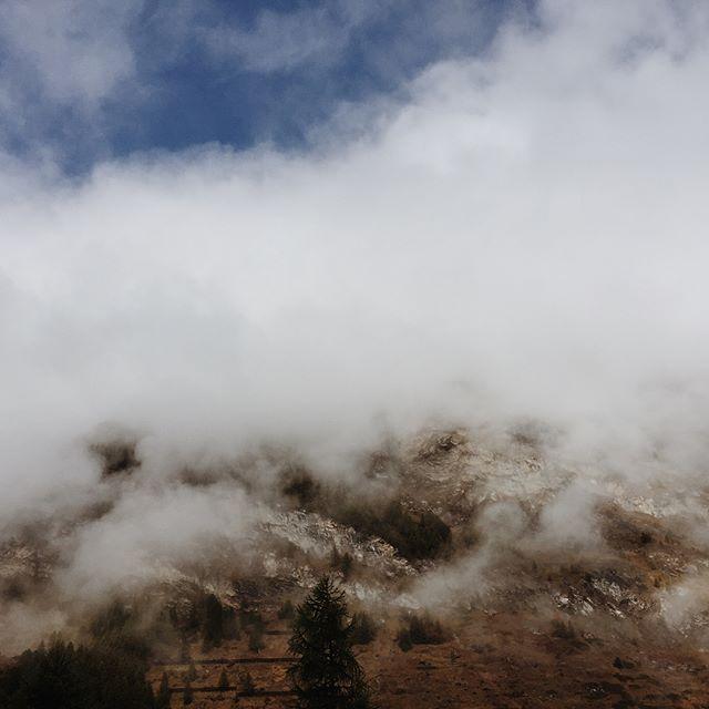An awesome autumn weekend in the mountains. Thank you, @cervozermatt for having us. . . . . . #latergram #feelthealps #zermatt #overlookzermatt #visitzermatt #alpinelife #hikingadventures #autumn #weekendgetaway #weekendvibes #valais #valaiswallis #cervozermatt #naturephotography #interiordesign #nordicdesign #scandinaviandesign #mountainscape #igersuisse #matterhorn #matterhornmonday #visitswitzerland