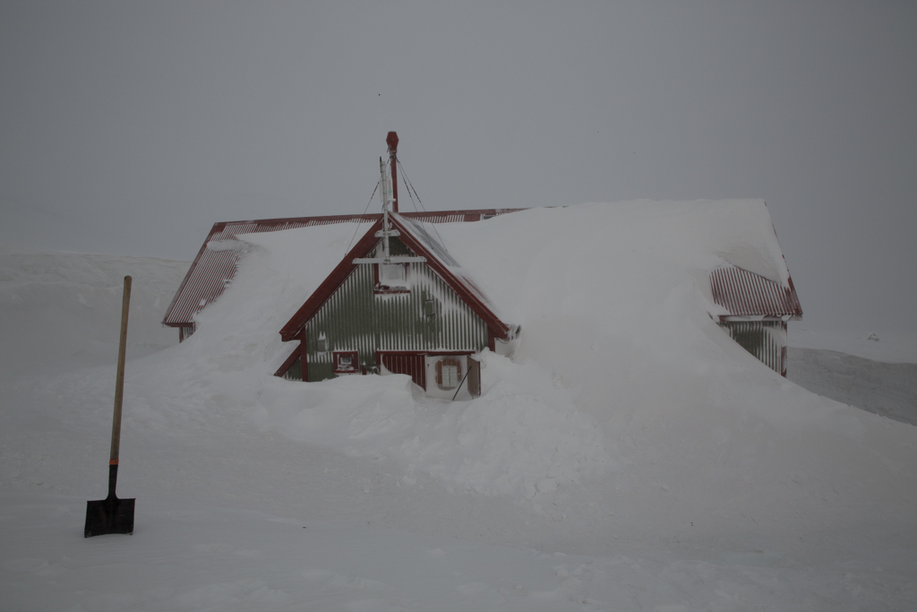 Shovelling snow at Hraftinusker hut