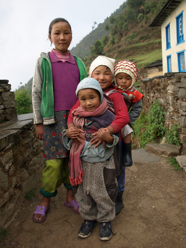 Young children on Annapurna Circuit