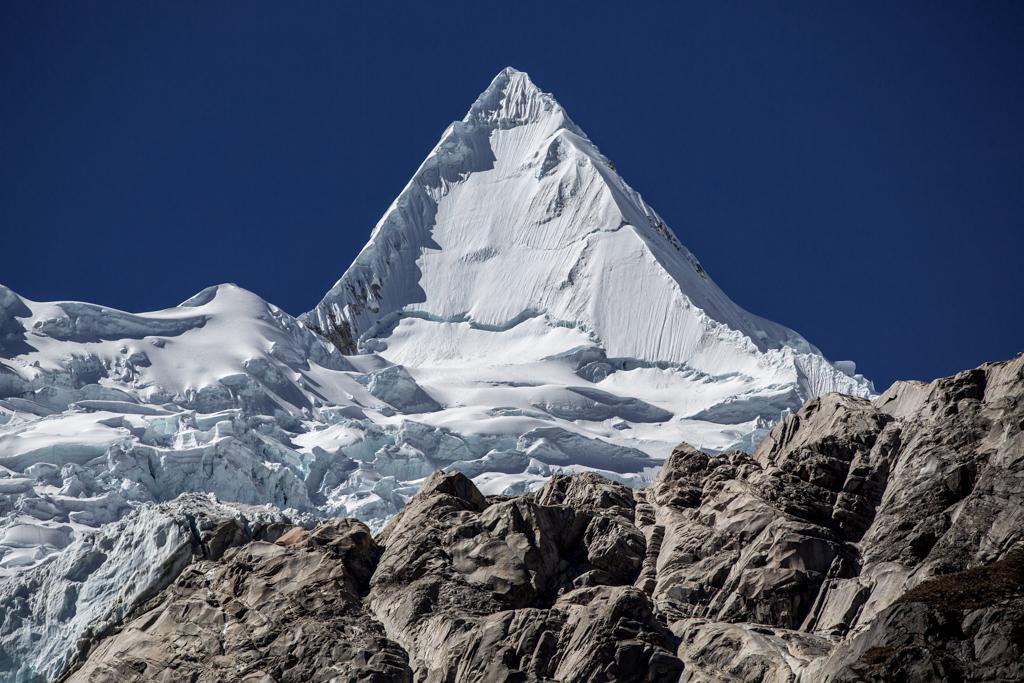 Beautiful Alpamayo (5947m)