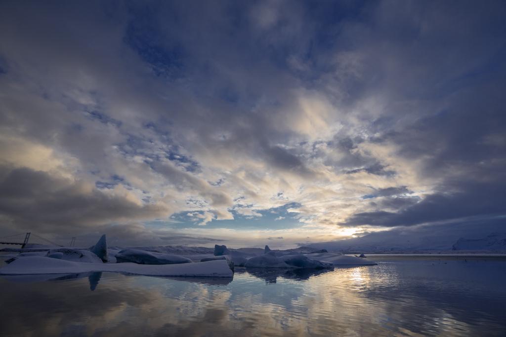 Clouds and mirroring at Jökulsarlon