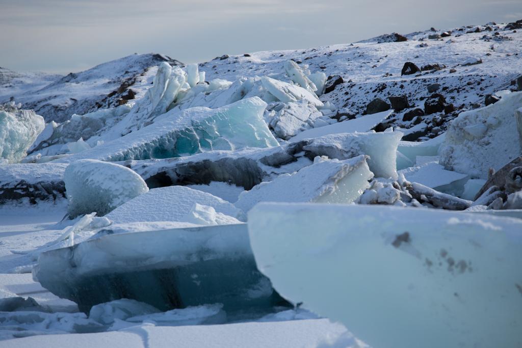 Blue iceblocks gathering at Jökulsarlon