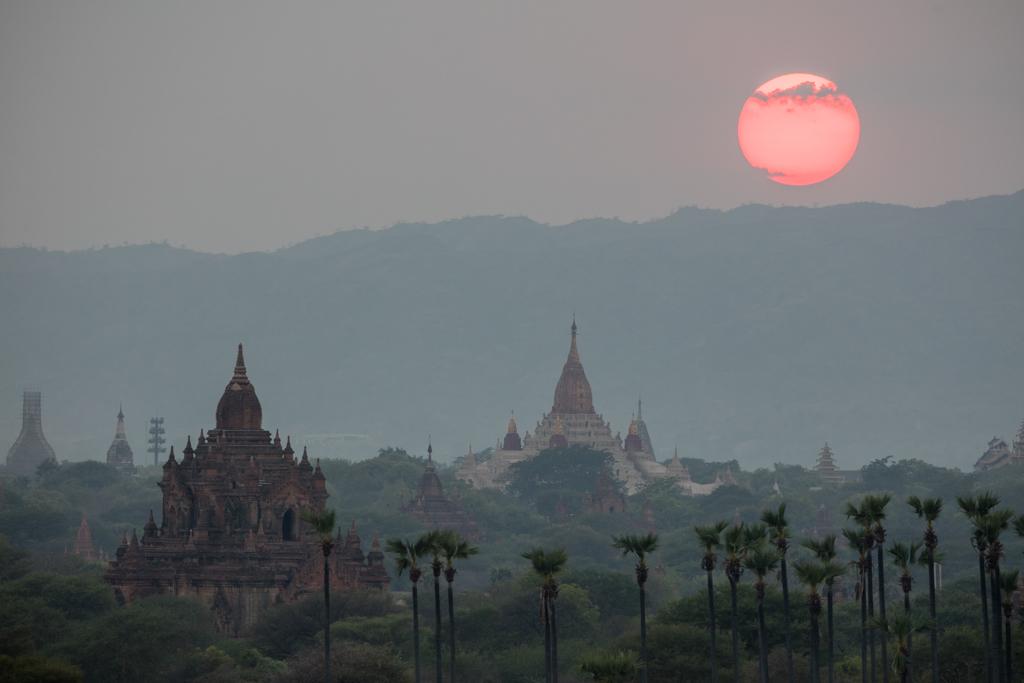 Sunset on Ananda temple