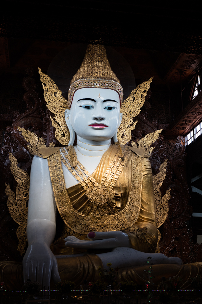 Antique huge sitting Buddha