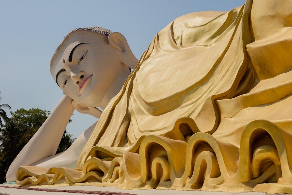 Huge lying Buddha in Bago