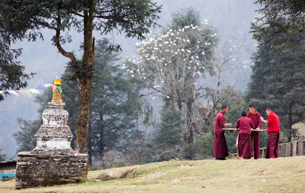 Monks in Taksindu