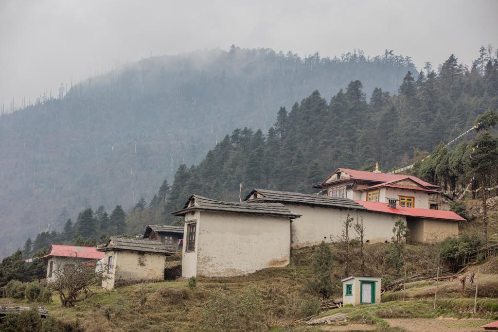 Houses of the monks in Taksindu