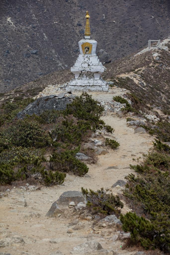 Stupa above Thame with cracks