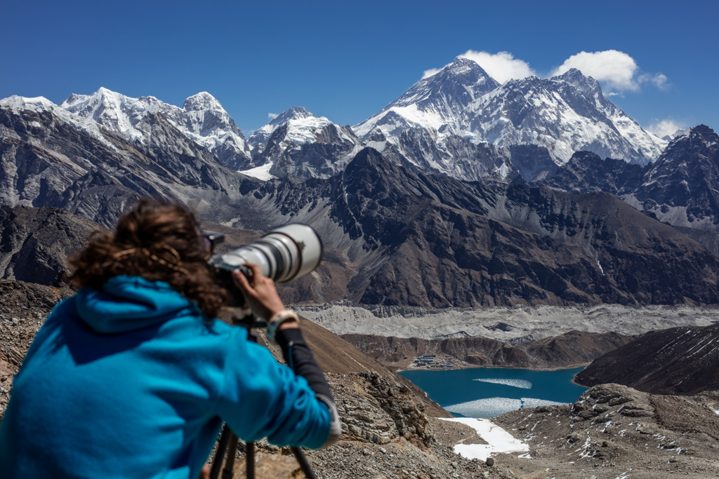 Photographing Everest from Reno La (5350m)